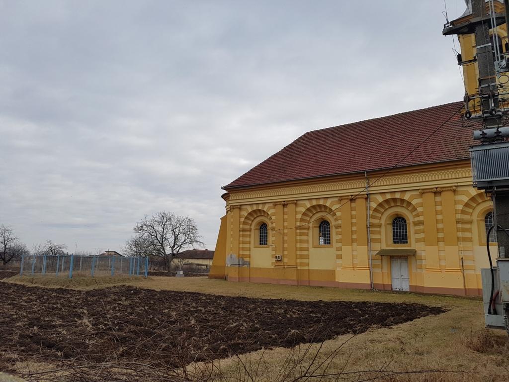 stiri felnac biserica